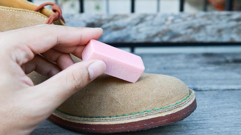 Come pulire le scarpe scamosciate: un trucco per ogni