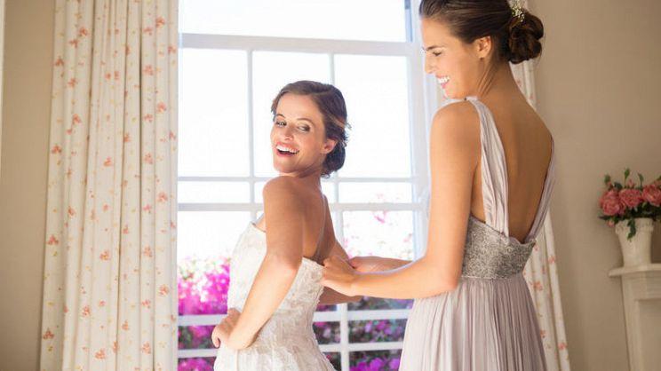 dfada7026904 Per una damigella d onore l abito è fondamentale. Ecco tre consigli per un  look elegante e chic