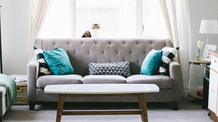 Dare un tocco particolare al soggiorno con i cuscini per divano ...