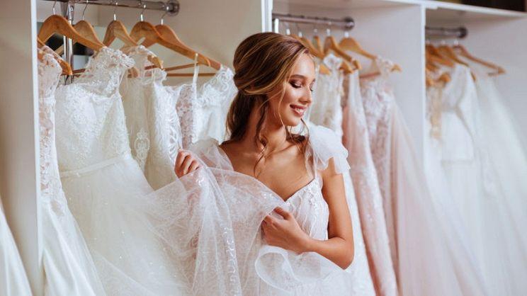 bd7d5472f0ea Come funziona la prova dell'abito da sposa? | PagineGialle Magazine