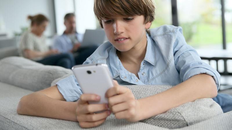 cellulare per bambini: quando regalarlo