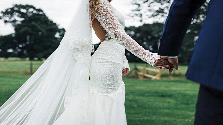 053aef7cd896 Come scegliere il tessuto per l'abito da sposa | PagineGialle Magazine