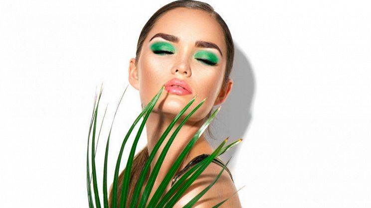 50ef1c949b55 Trucco verde Primavera 2019  tutti i consigli per non sbagliare e non  commettere errori nel realizzare un make up da sogno con questo colore di  tendenza