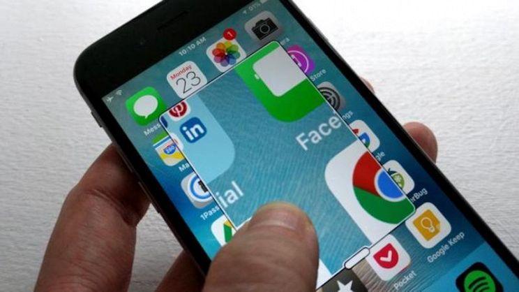 b1f3c95e71 Come funziona e a che cosa serve la lente d'ingrandimento per smartphone?  Ecco tutti i nostri consigli per acquistare uno strumento così inutile a  poco ...
