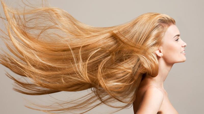 Come mantenere i capelli sani e forti uomo