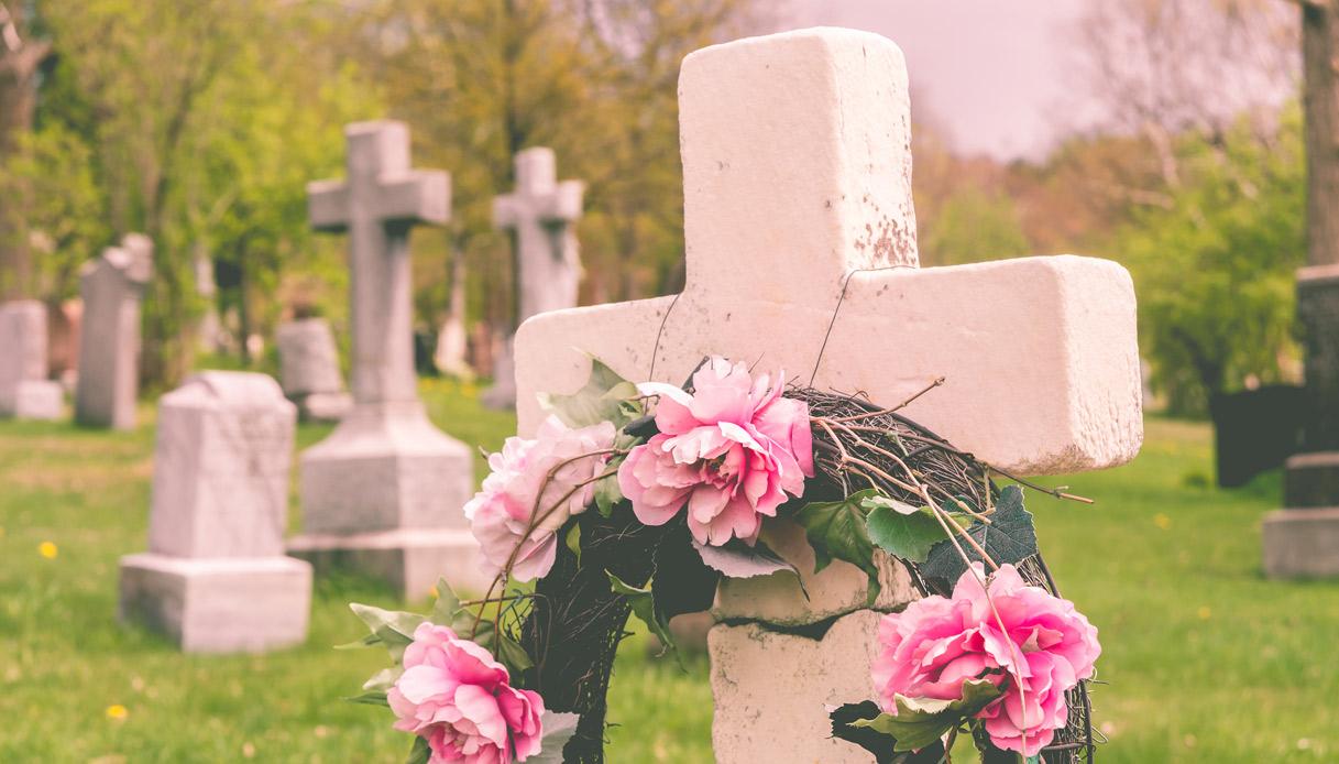 Come vestirsi a un funerale? Ecco cosa prevede il galateo