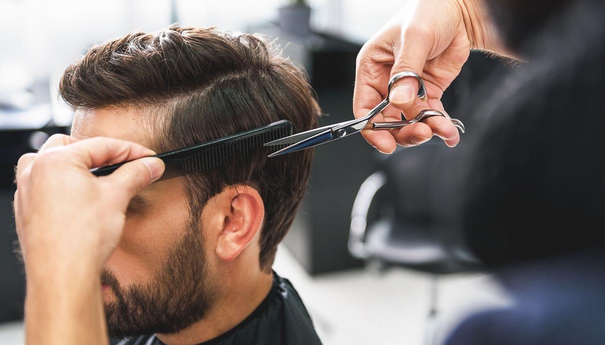 Capelli uomo: taglio corto con ciuffo