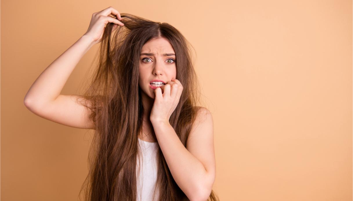 capelli caduta in estate, le cause