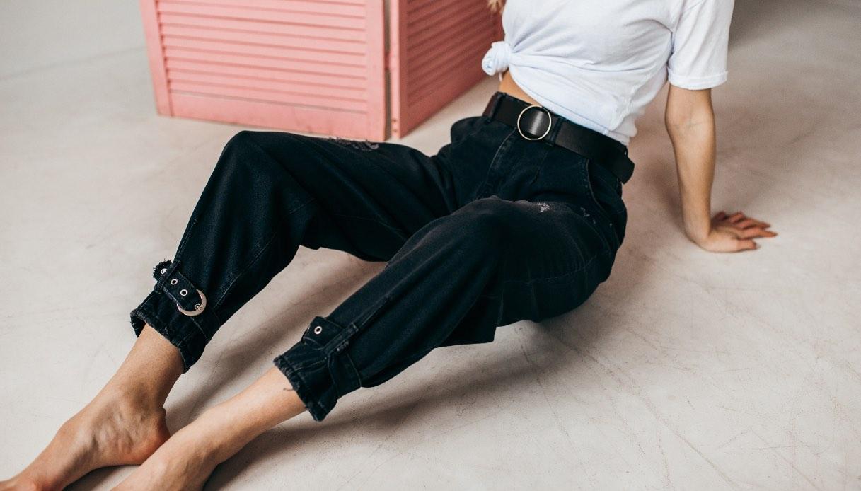Come sono fatti i jeans slouchy?