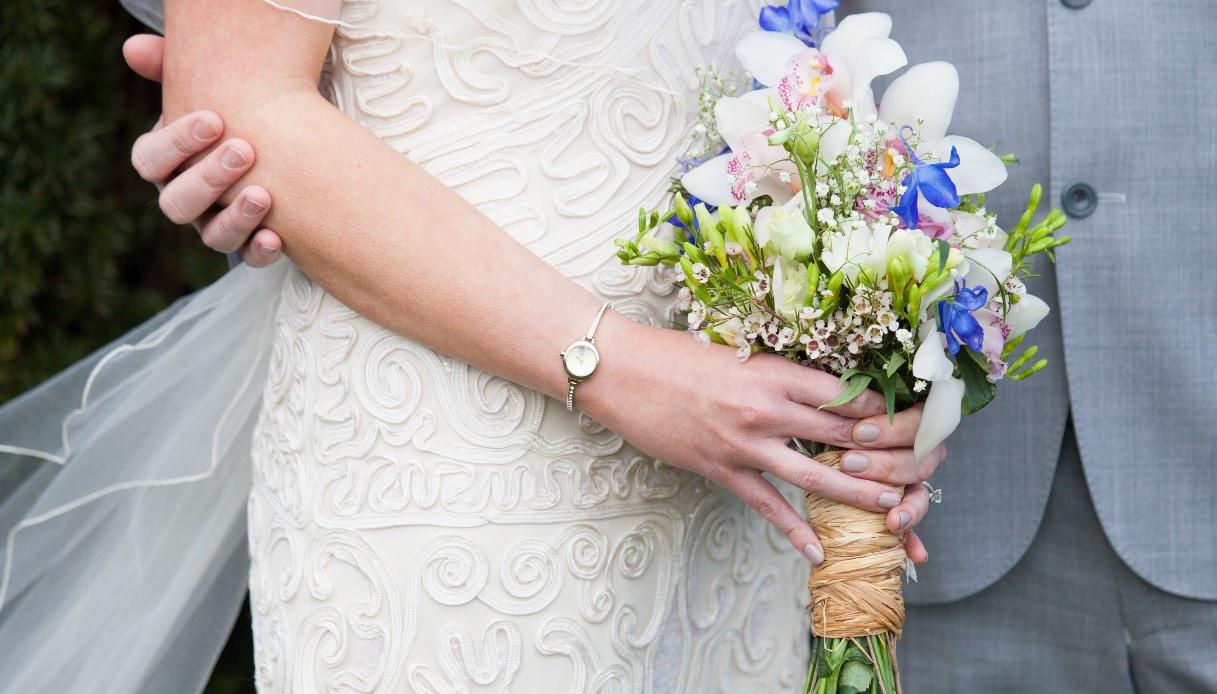 Abiti da sposa over 50: ecco i modelli colorati