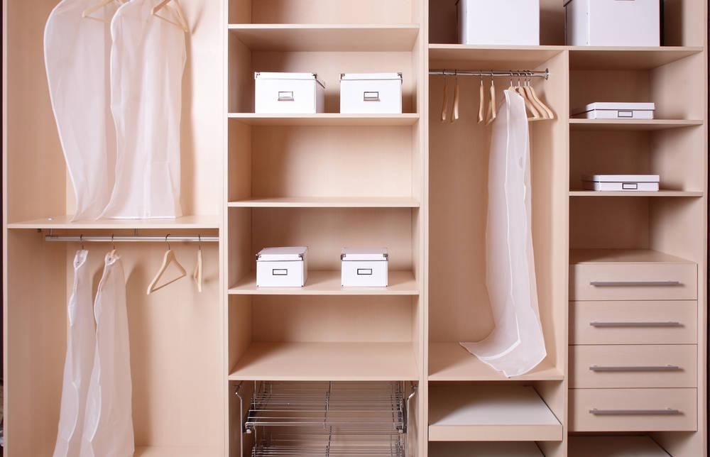 Armadio in legno su misura una scelta per l 39 arredamento for Preventivo arredamento casa