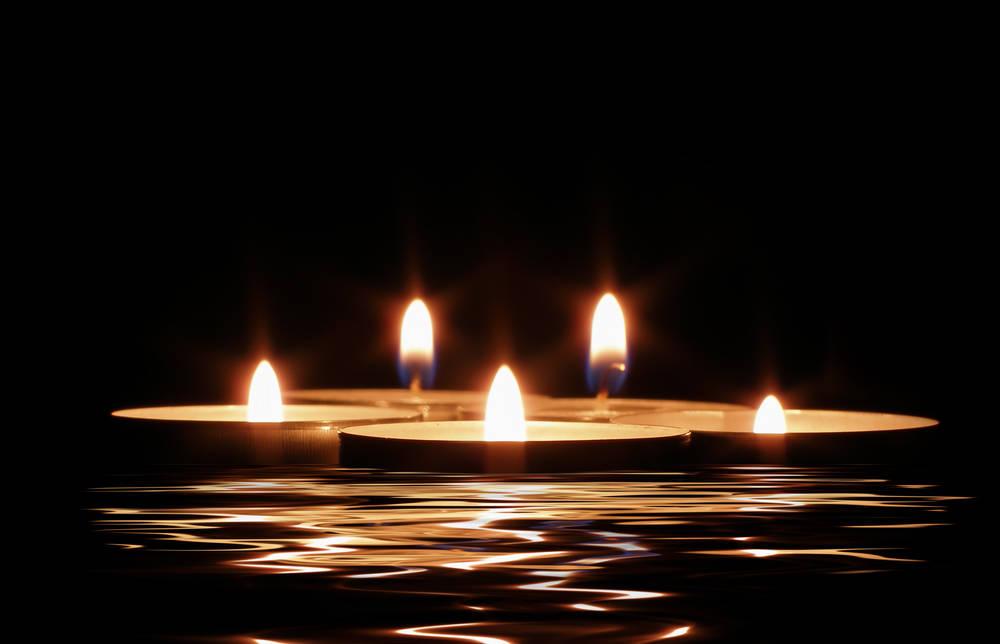 Arredo del giardino come illuminare gli ambienti con torce e candele