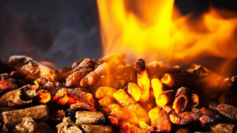 Riscaldare Casa Con I Combustibili Naturali Legna Pellet E Cippato
