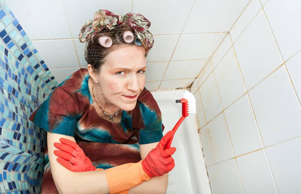 Come eliminare la muffa dal bagno: trucchi per doccia tende fughe