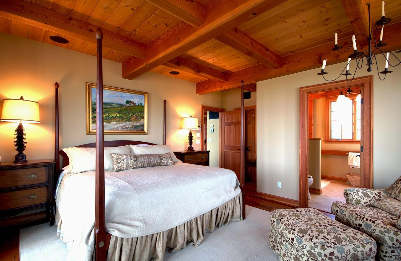 Camera da letto romantica: tante idee per arredarla con stile