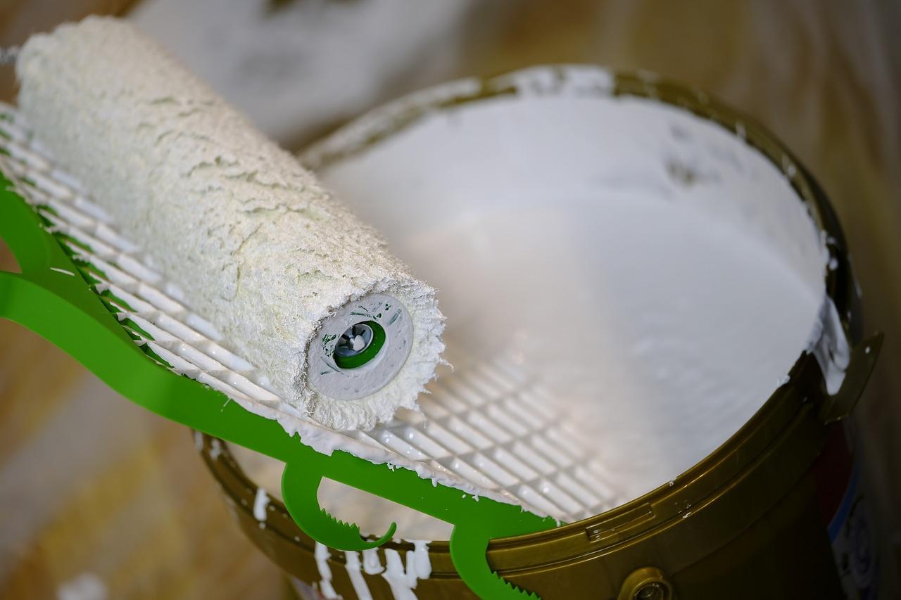 Come imbiancare casa con il rullo senza sporcare