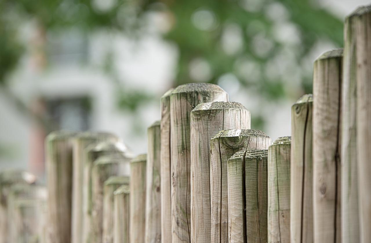 Steccato Per Giardino : Come costruire una recinzione o uno steccato in legno fai da te