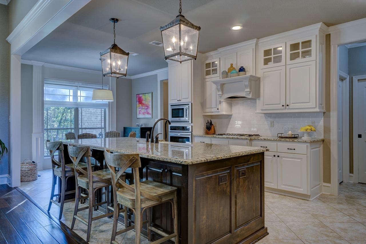 Idee per arredare casa con mobili antichi e moderni insieme for Preventivo arredamento casa