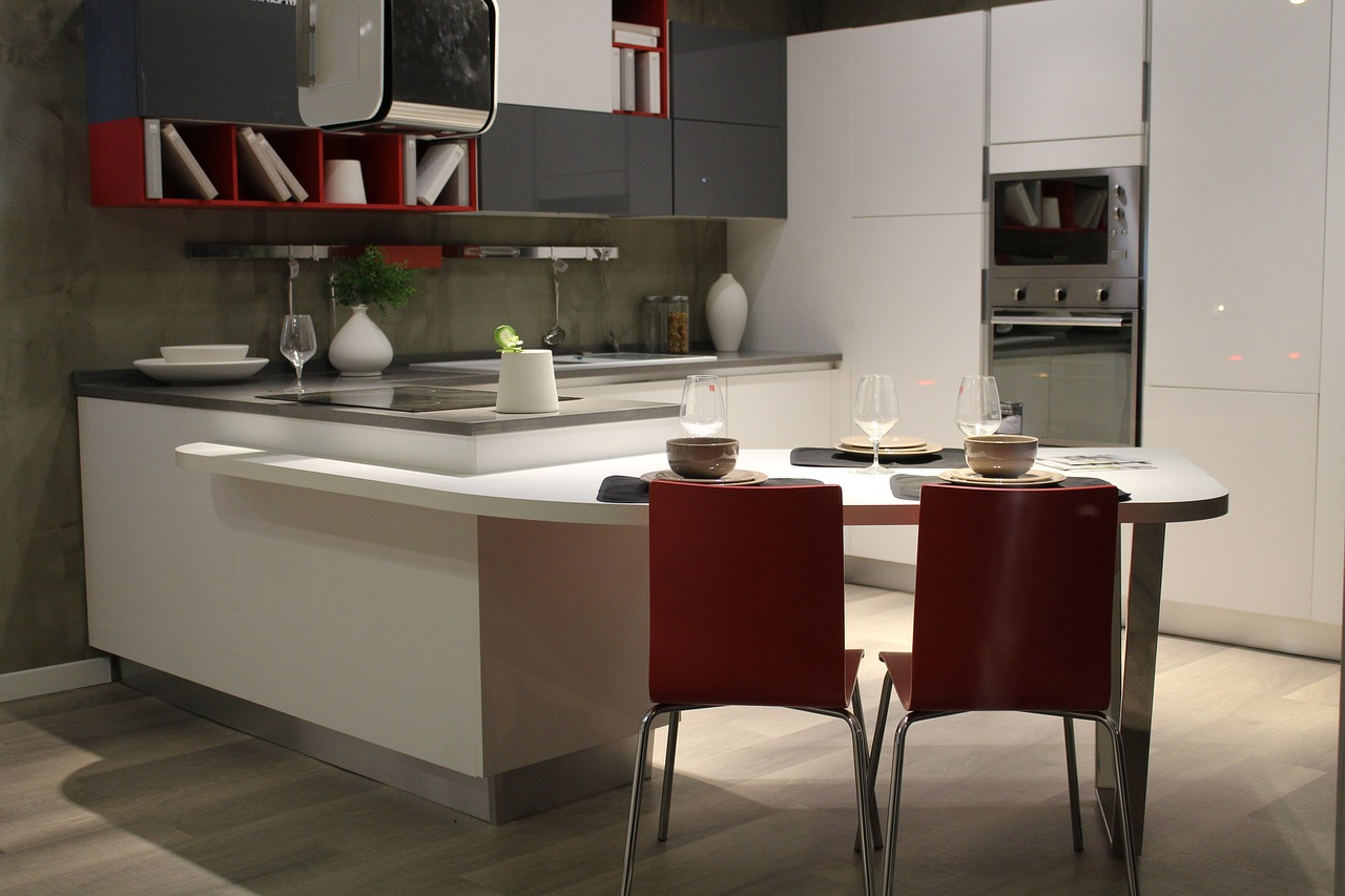 Pareti cucina: guida alla scelta di rivestimenti e colori
