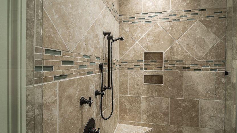 Come pulire le piastrelle del bagno da muffa e calcare?