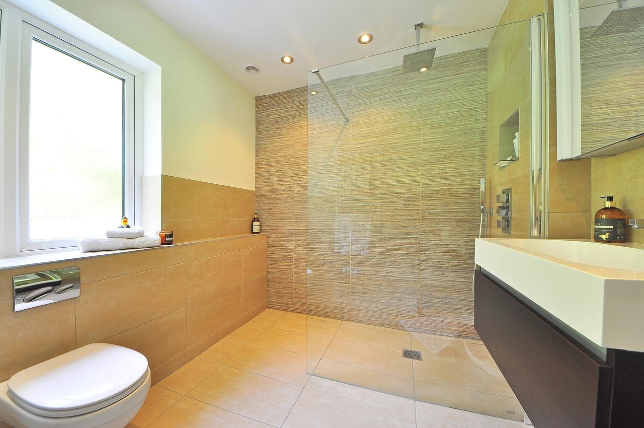 Bagno Esterno Realizzare : Cromoterapia in doccia: come realizzare una doccia di luce in casa?