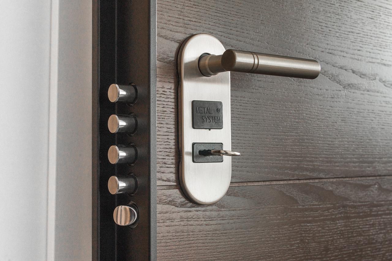 Quanto Costa Porta A Libro serratura bloccata: quanto costa far aprire la porta a un