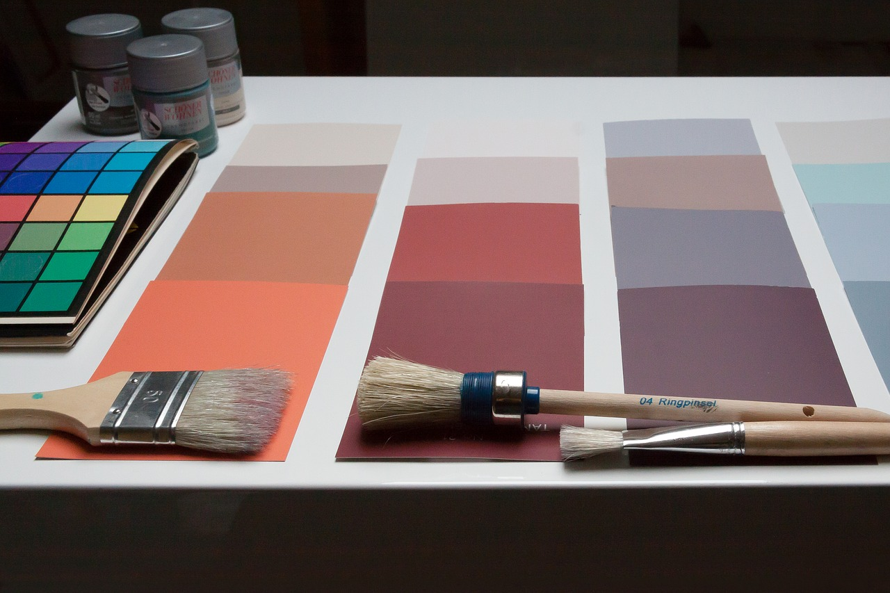 Pareti bicolore: come abbinare due colori in una stanza?