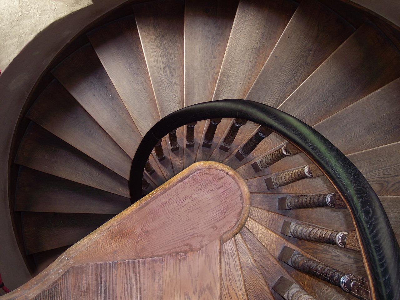 Dimensioni Scale A Chiocciola Quadrate scale a chiocciola in legno: scegli lo stle che più ti piace