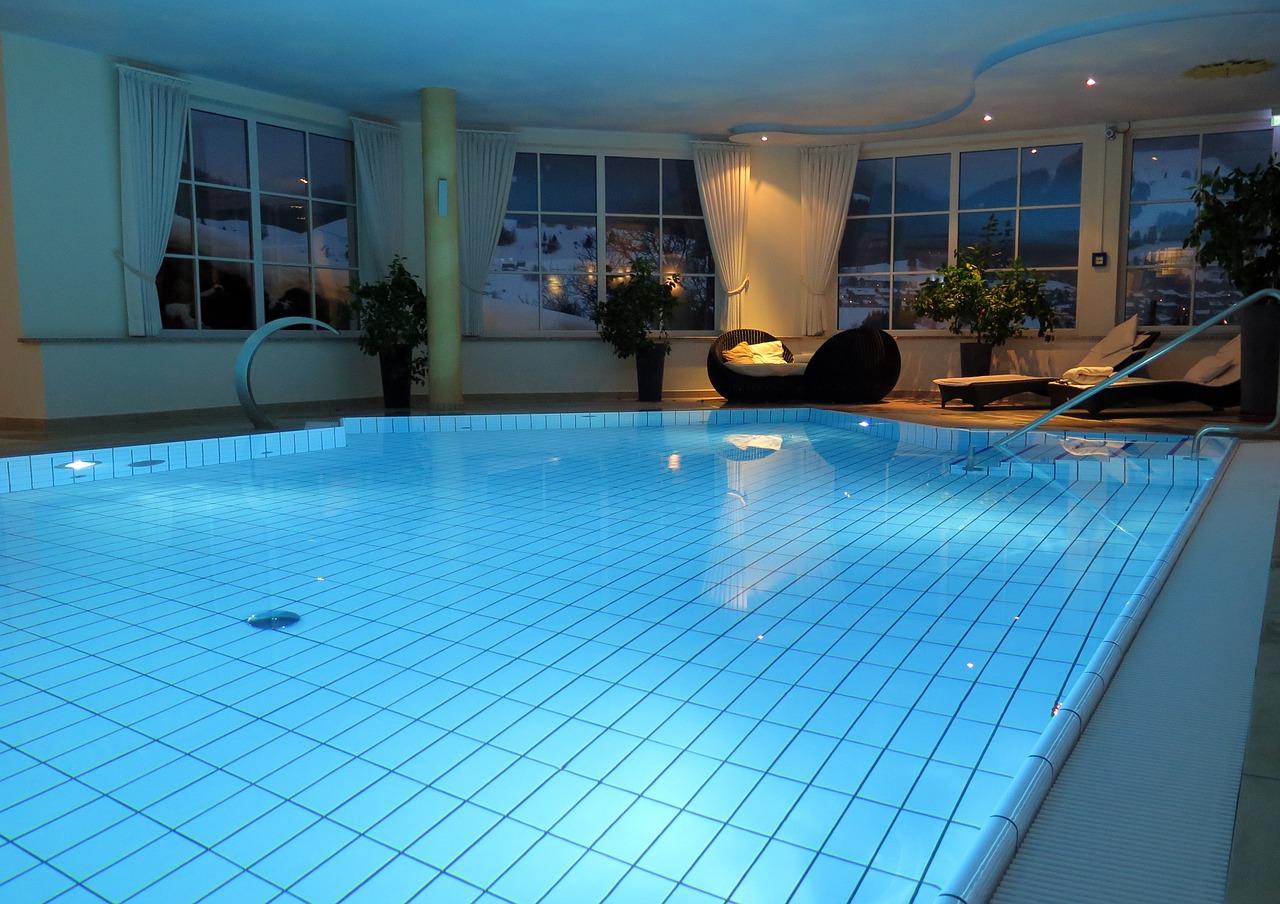 Migliore Pittura Per Interni rivestimenti e pitture per piscine: tipologie, vantaggi e prezzi