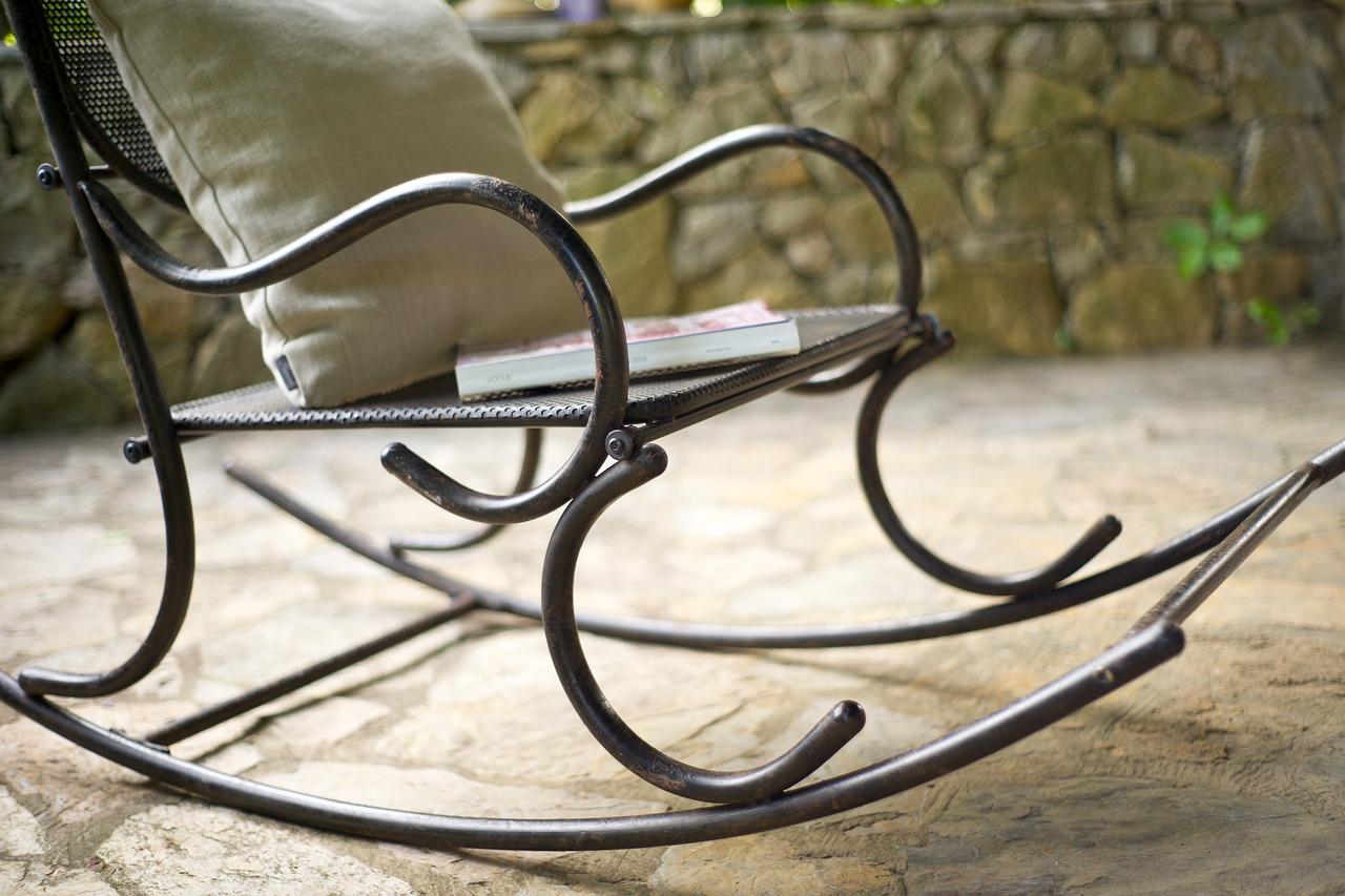 Sedie A Dondolo Per Terrazzo dondolo da giardino: tante idee per rendere i tuoi esterni