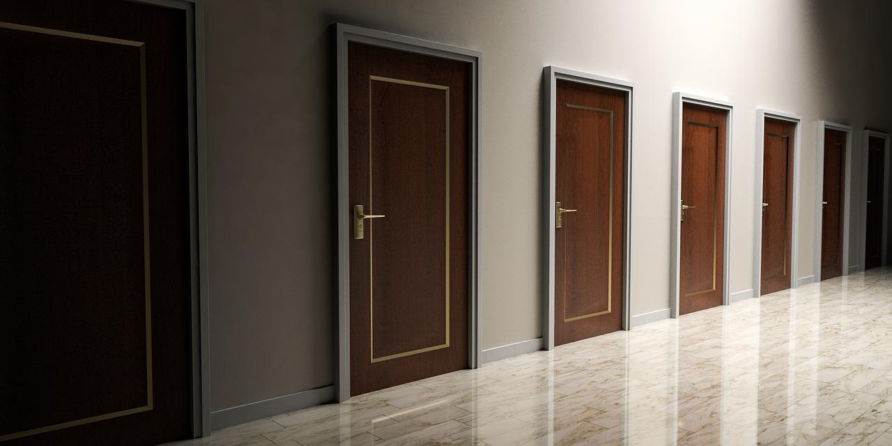 Colori Porte Interne Moderne porte color noce: come sceglierle e come abbinarle agli arredi