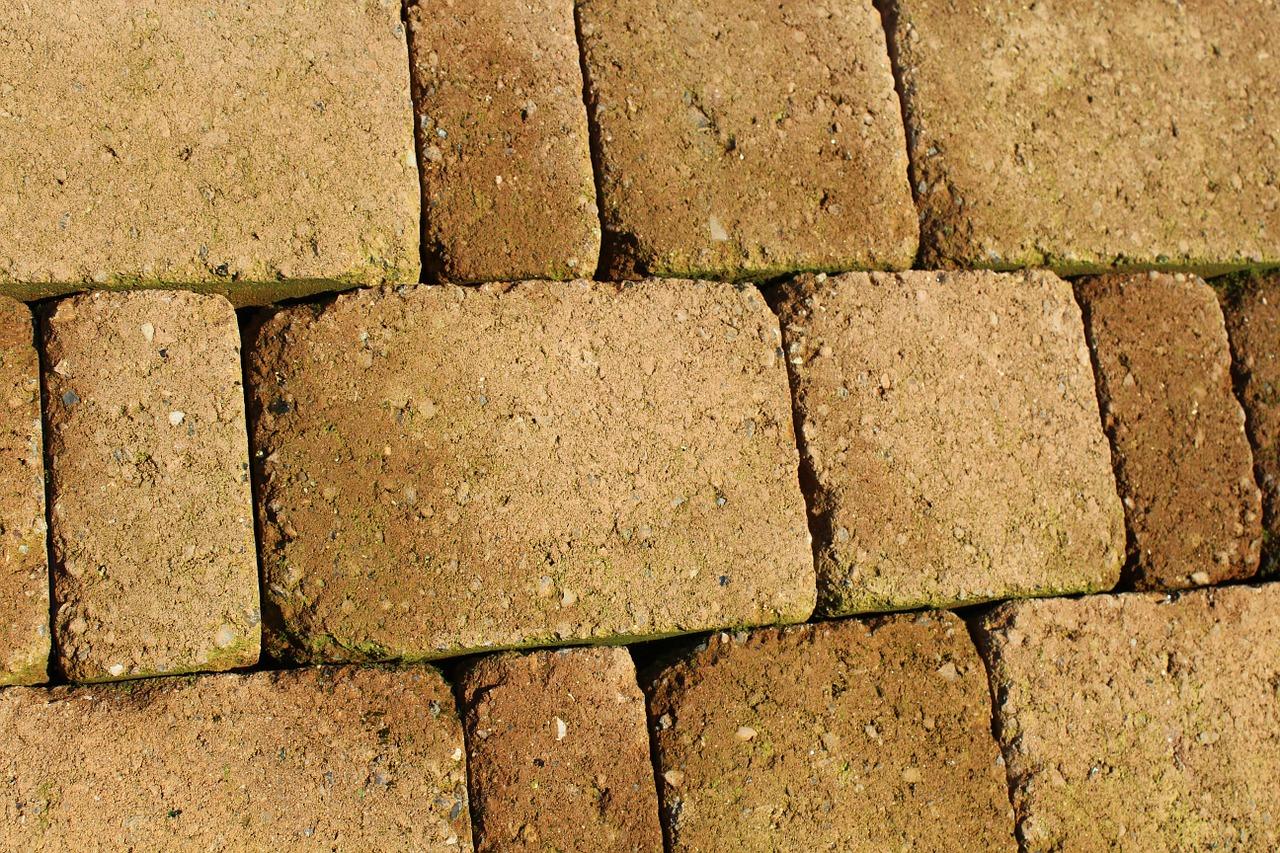 Posa Pavimento A Secco Giardino pavimenti e masselli autobloccanti: come funzionano e quanto