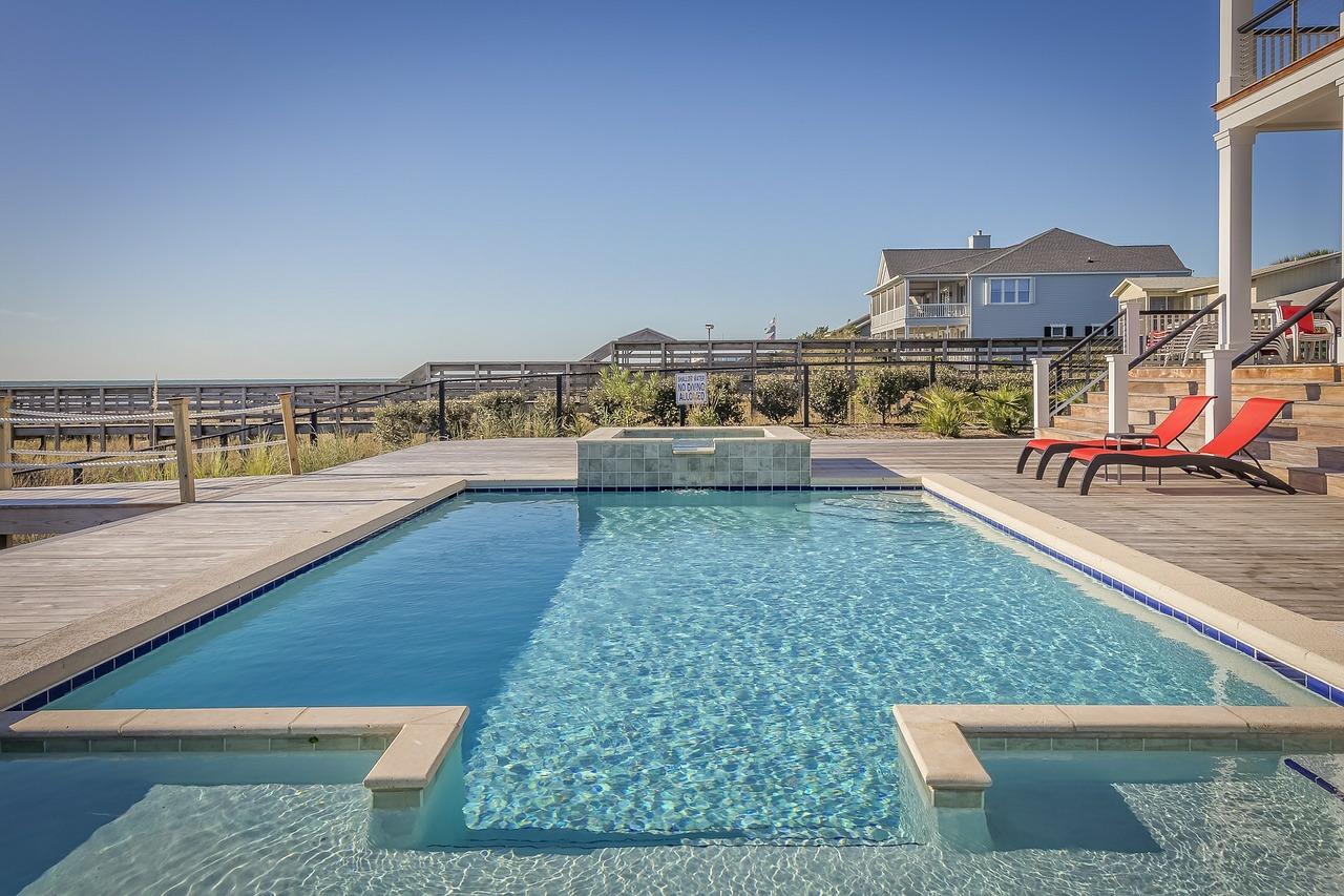 Idee Per Illuminare Un Giardino come arredare un giardino con piscina? 5 idee da copiare