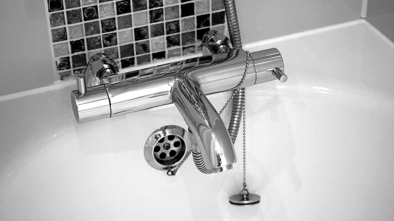Vasca Da Bagno Rovinata Cosa Fare : Come lucidare una vasca da bagno opaca o ingiallita