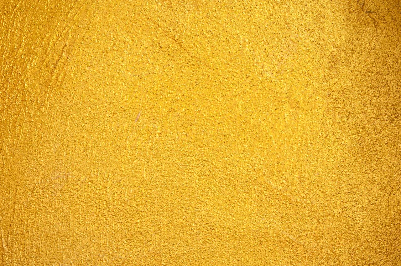 Che Colore Abbinare Al Giallo parete color oro: come abbinare arredamento e pareti dorate