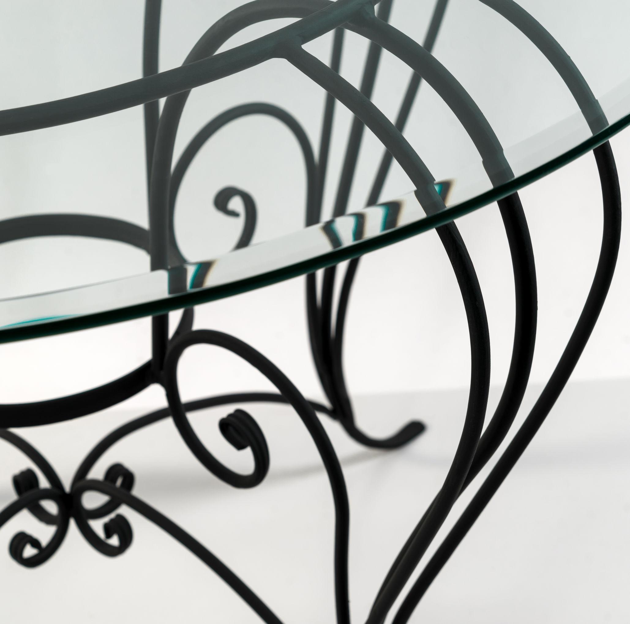 Verniciare Letto Ferro Battuto comodini in ferro battuto: design minimal di grande impatto