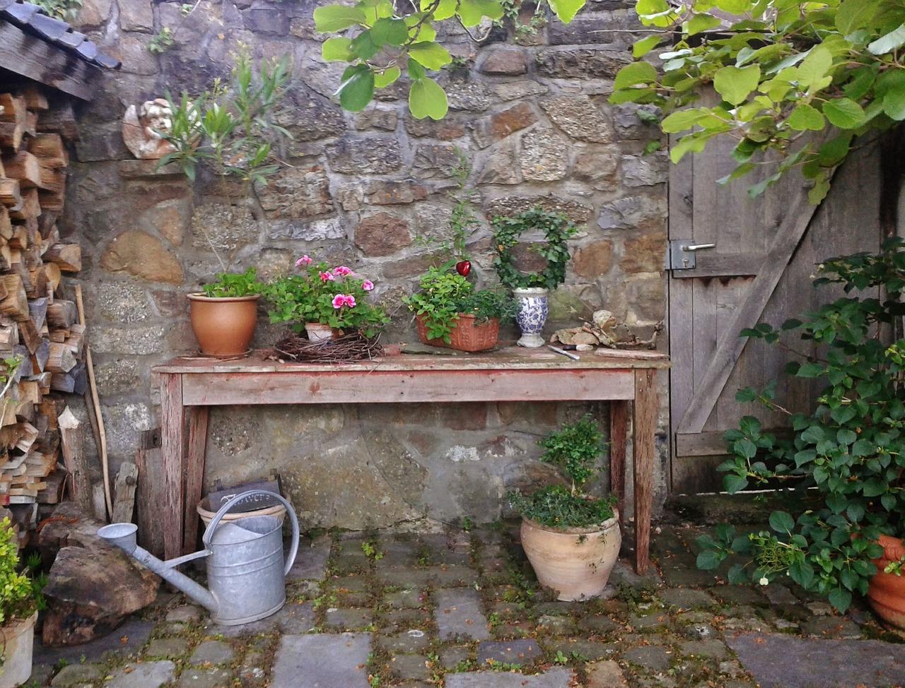 Come Piastrellare Un Pavimento come scegliere la pavimentazione del giardino?