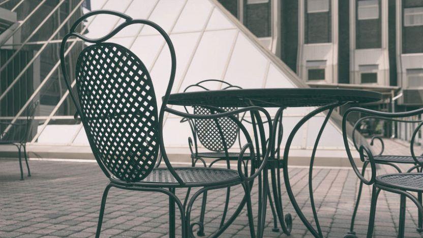 Tavoli Da Giardino Risparmio Casa.Tavolo In Ferro Battuto Da Giardino Per Uno Spazio In Stile Industrial