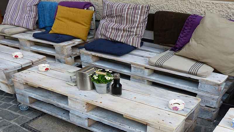 Arredamento pallet 5 idee per arredare con i bancali in legno for Bancali legno per arredare
