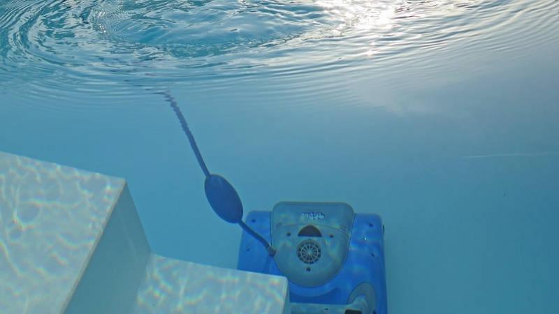 Come pulire il fondo della piscina fuori terra