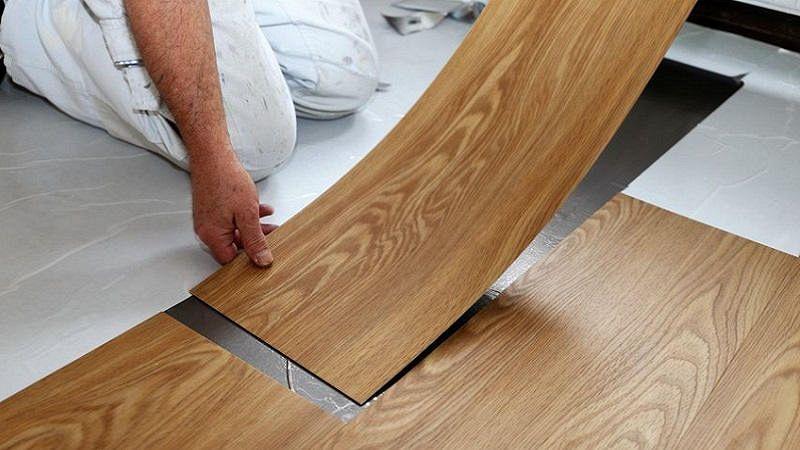 Pavimento in PVC: adesivo o a incastro?
