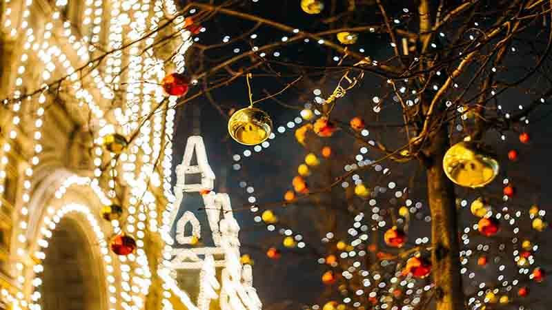 Luci natalizie per casa: tante idee e consigli