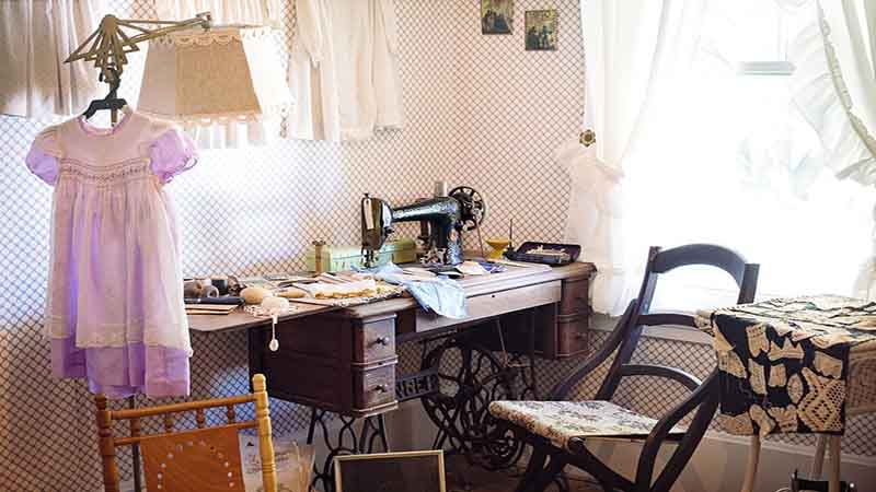 Idee Cucito Per La Casa : Mobile per la macchina da cucire: 5 idee da proporre al falegname