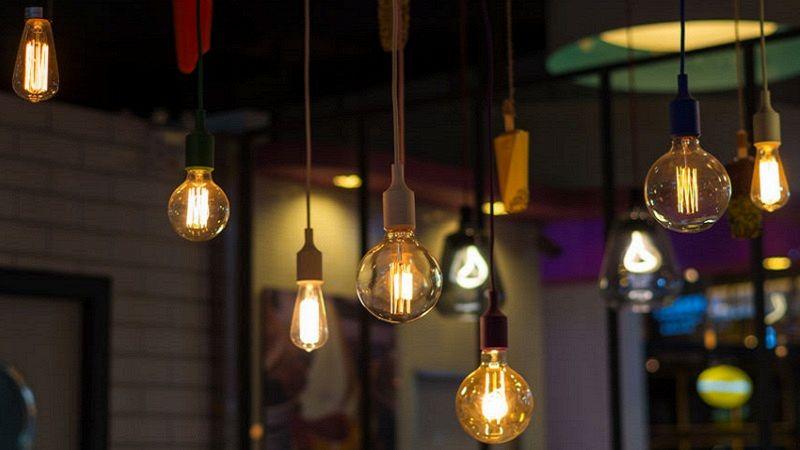 Lampadari Con Solo Lampadine.Come Usare Le Lampadine A Vista Per Illuminare Casa