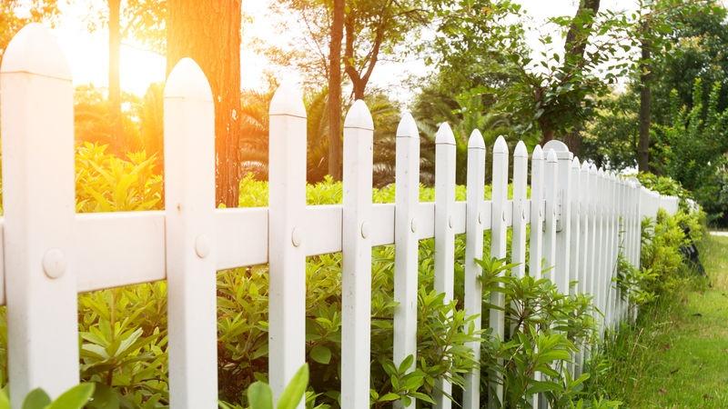 Recinzioni Da Giardino Economiche : Recinzioni da giardino idee low cost per proteggere gli spazi
