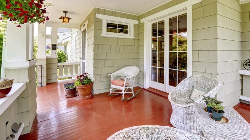 Idee Creative Casa : Come arredare il portico di casa