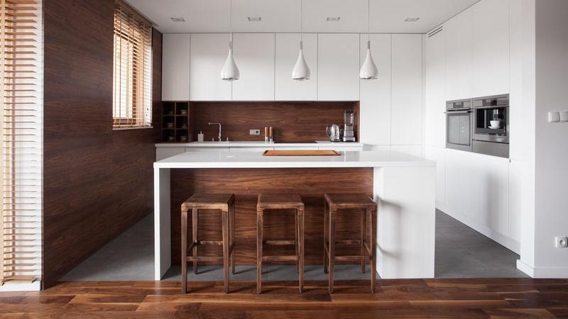 5 pavimenti perfetti per una cucina bianca