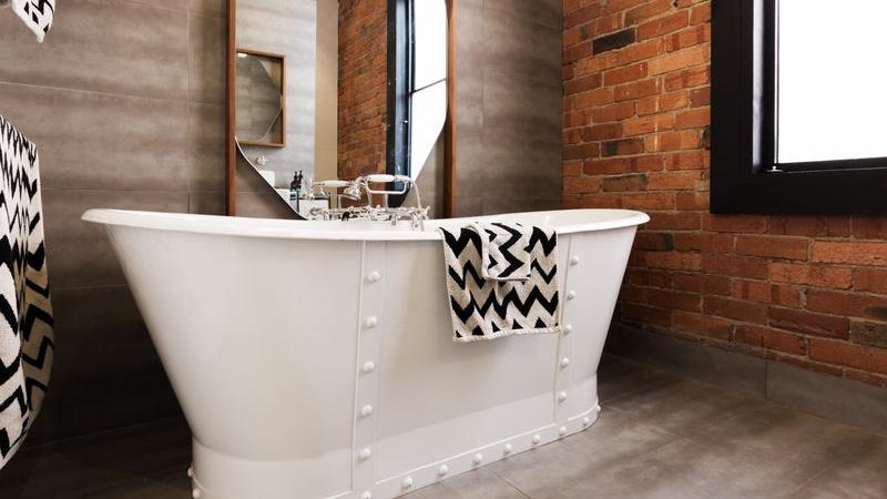 Mattoni faccia vista in bagno: Pro e Contro
