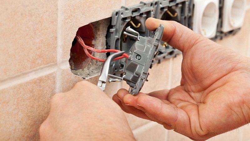 Come spostare una presa elettrica