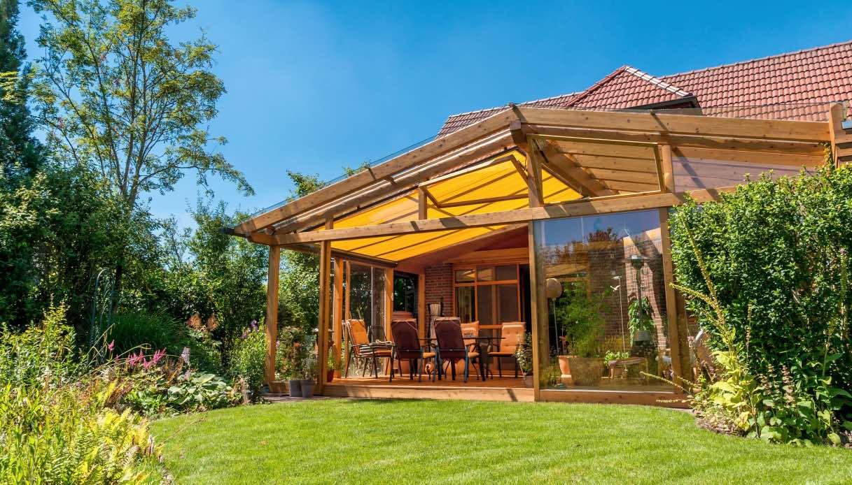 Luci Per Tettoia In Legno coperture trasparenti per tettoie: vetro o pvc